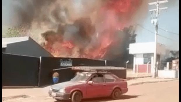 Área militar em Jataí pega fogo
