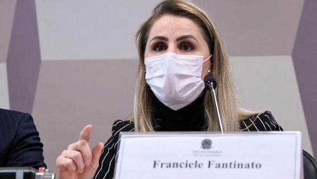 Covid-19: Ex-coordenadora do PNI diz que coronel Elcio Franco determinou exclusão de presidiários do grupo prioritário