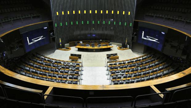 Votação do distritão é adiada; partidos sugerem retorno das coligações