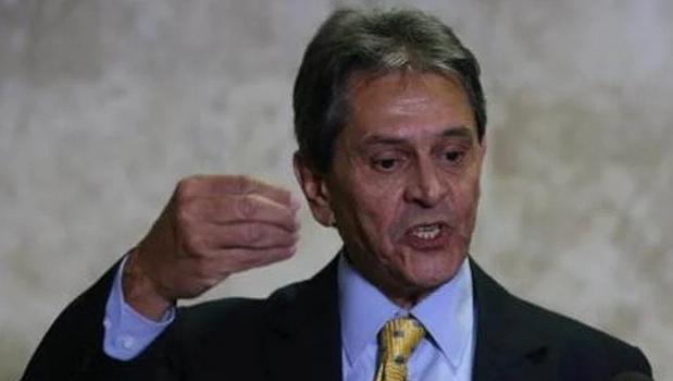 """Em rede social, Roberto Jefferson chama Moraes de """"cachorro do STF"""""""