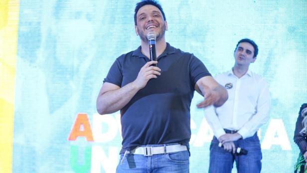 Rodolfo Mota, pré-candidato à presidência da OAB, durante reunião com apoiadores. | Foto: divulgação.