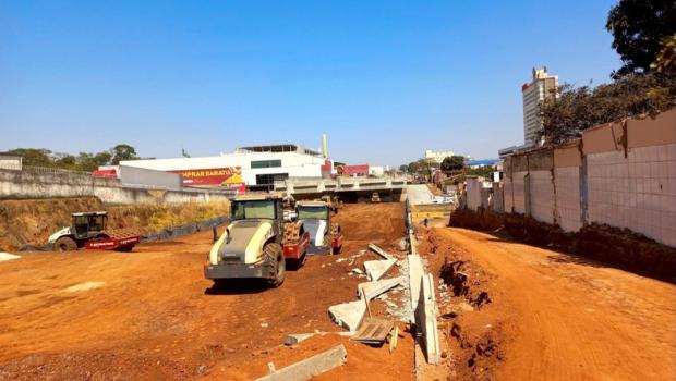 Drenagem da Leste-Oeste interdita trecho da Marginal Botafogo