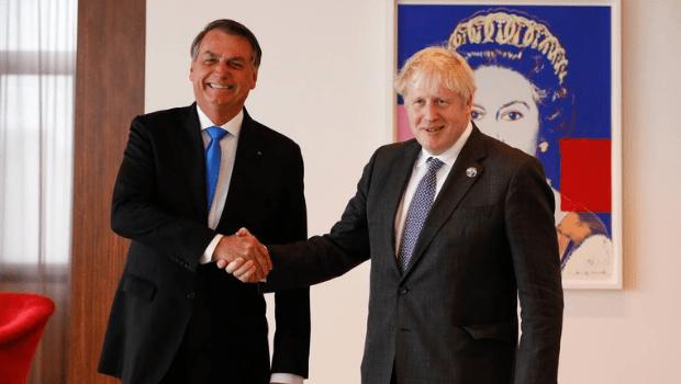 Bolsonaro afirma ao primeiro-ministro do Reino Unido que não se vacinou contra a Covid-19