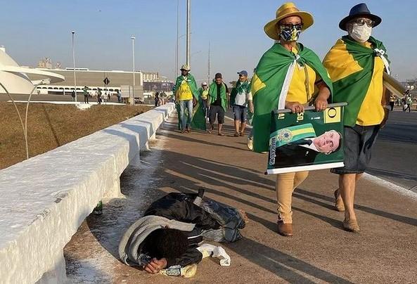 Foto de ex-repórter do Jornal Opção, Sarah Teófilo, viraliza na internet