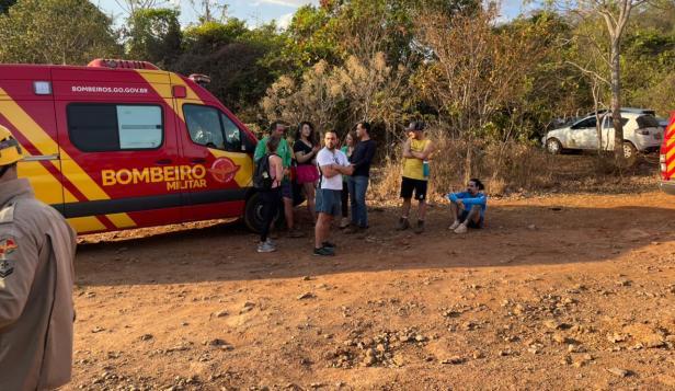 Bombeiros resgatam grupo que fazia trilha e sofreu ataque de abelha.   Foto: divulgação.
