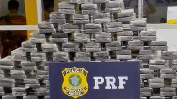 PRF flagra pai e filho com carga de cocaína avaliada em R$ 40 milhões, em Jaraguá
