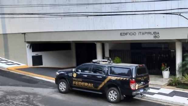 Operação da PF prende prefeito e secretário de Educação de Guarujá, em SP