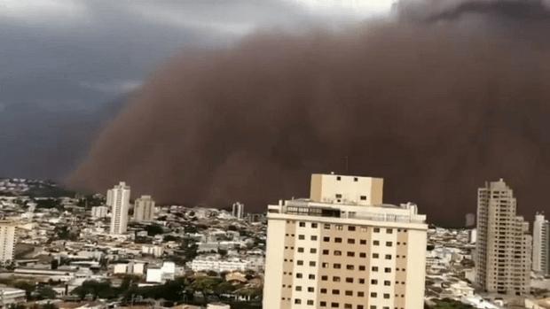 Vídeo: veja filmagens impressionantes da tempestade de areia que atingiu SP e MG