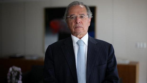 Após pressão de Guedes e reação do mercado, governo adia anúncio de Auxílio Brasil fora do teto