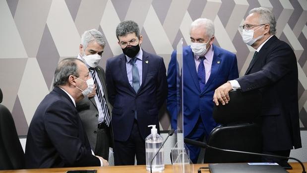 CPI da Covid: Relatório de Renan Calheiros causa racha em grupo do WhatsApp