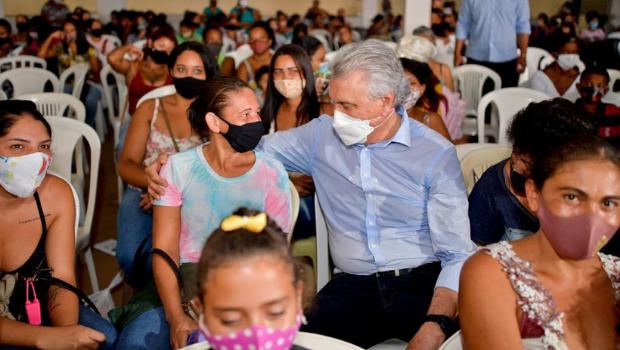 Programa Mães de Goiás recebe mais de 2 mil cartões com auxílio de R$ 250