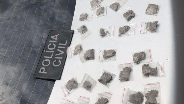 Polícia Civil prende dupla de traficantes com aproximadamente 70 porções de maconha