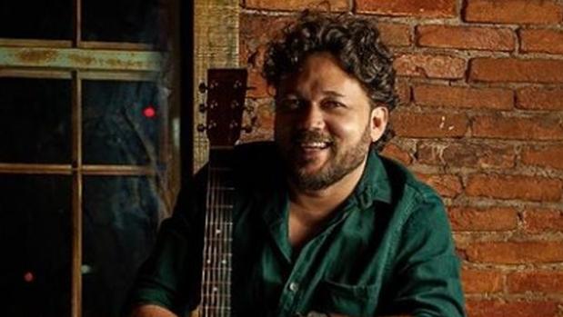 Cantor Léo Pinheiro impressiona e vira as quatro cadeiras no The Voice Brasil 2021