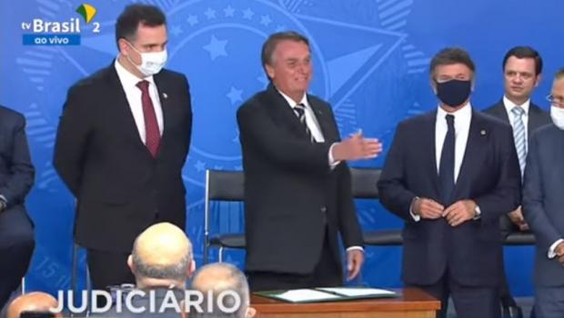 Ao lado de Fux e Pacheco, Bolsonaro sanciona criação do TRF-6