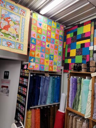 Quilt Shop Tour: Calico Hutch | Jo's Country Junction : calico house quilt shop - Adamdwight.com