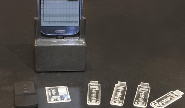 Credit Card Sized Diagnostic Lab Plugs into Smartphone