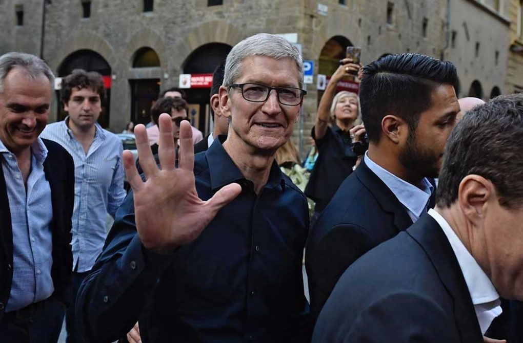 apple tim cook lon vd 1132x670 - Does Your Business Need VIP Bodyguard Services?