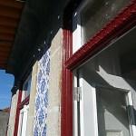 Pormenor da fachada do edifício reabilitado da Rua dos Bragas, 326, Porto