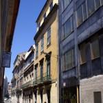 Vista da fachada do edifício de apartamentos em Sá Noronha