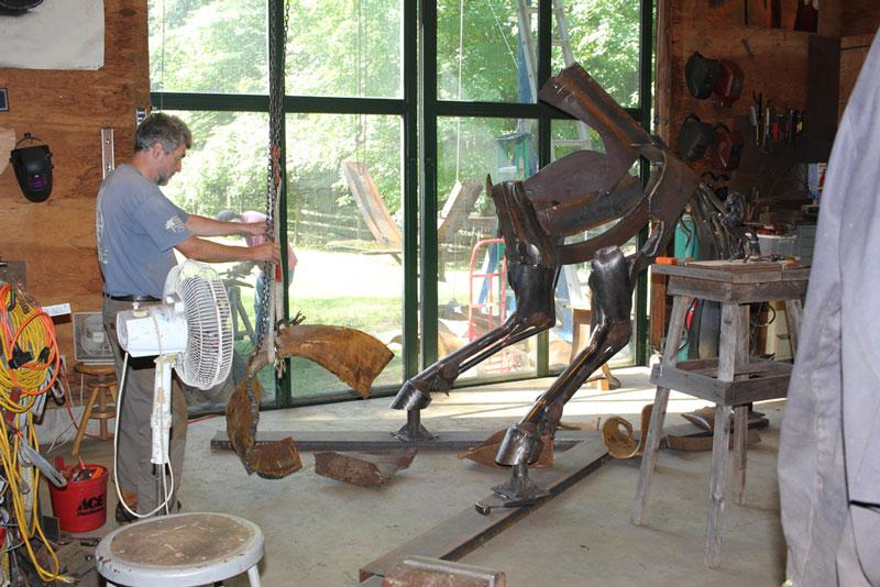 Joe-Fichter-Sculting-Inca-Horse