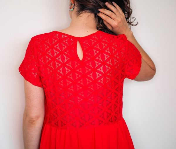 Vestido rojo espalda blonda 1 Josephine Looks