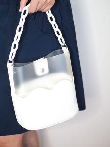 bolso blanco troquelado Josehine Looks 6