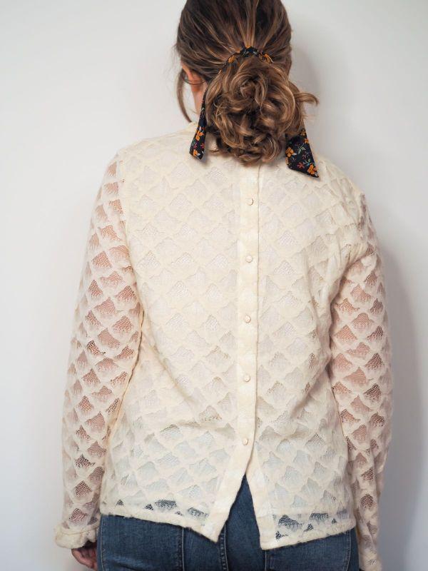 camisa color hueso con brocado Josephine Looks 3
