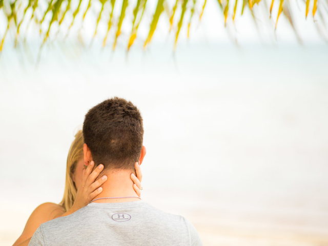 F09A4034 640x480 c - Grand Cayman Engagement Photography