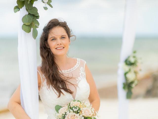 BC8A7222 640x480 c - Cayman Islands Wedding