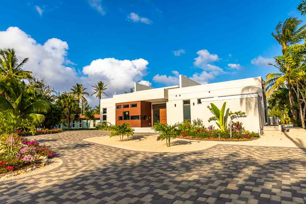 BC8A9487 - White Dahlia Real Estate