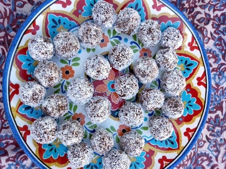 chokladbollar ou truffes suédoises au chocolat et noix de coco