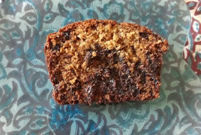 belle couleur rousse avec la cassonade et farine semi complète pour ce cake banane chocolat
