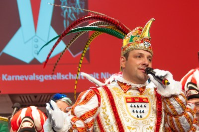 Prince Carnival addresses the guests at prestigious Red and White party at the Gürzenich.