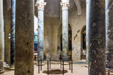 FR - Aix cathedral baptismal fond.