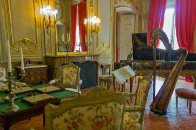 France-Aix Caumont Music Room.