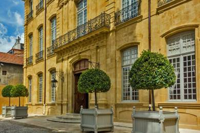 France-Aix Caumont Facade.