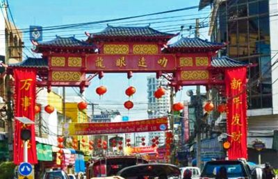 A traditional gate marks the of Chinatowon on entrance of Chang Moi Road.