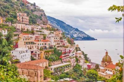 Along Amalfi Drive