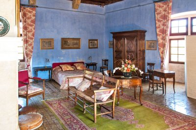 The Ladies' Chamber is furnished in eighteenth century style, including the traditional three-seater Radassière.
