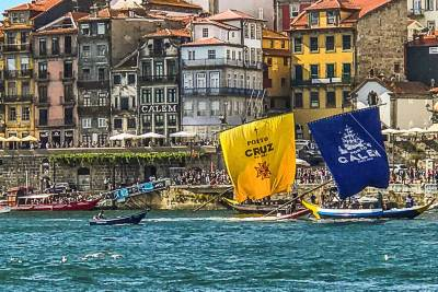 The Rabello bearing the colors of Porto Calem arrives first at the finish line of the  Regatta.