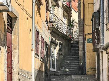 The backstreets of Miragaia.