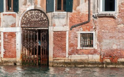 Along the Grand Canal - ancient gate.