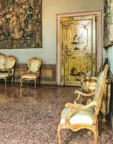 Displays of furnishings of the Venetian Golden Age (2).