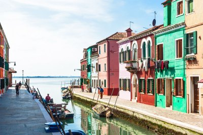 The canals of Burano (1).