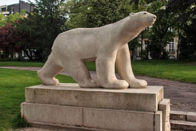 "The Darcy Garden features and exact copy of ""Polar Bear in its Stride"" sculpture by local artist Francois Pompon (circa 1922), The original can be seen at the Musée d'Orsay in Paris.B-83_dijon-26_w"