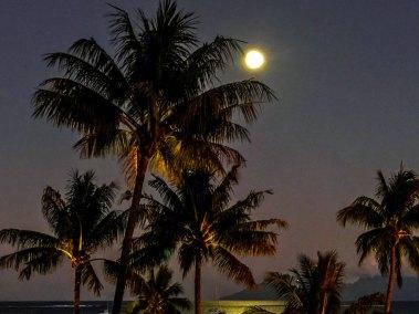 Papeete-tahiti moon.