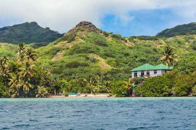 Society-Huahine hidden beaches.