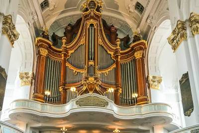 Hamburg-Saint Michael organ.