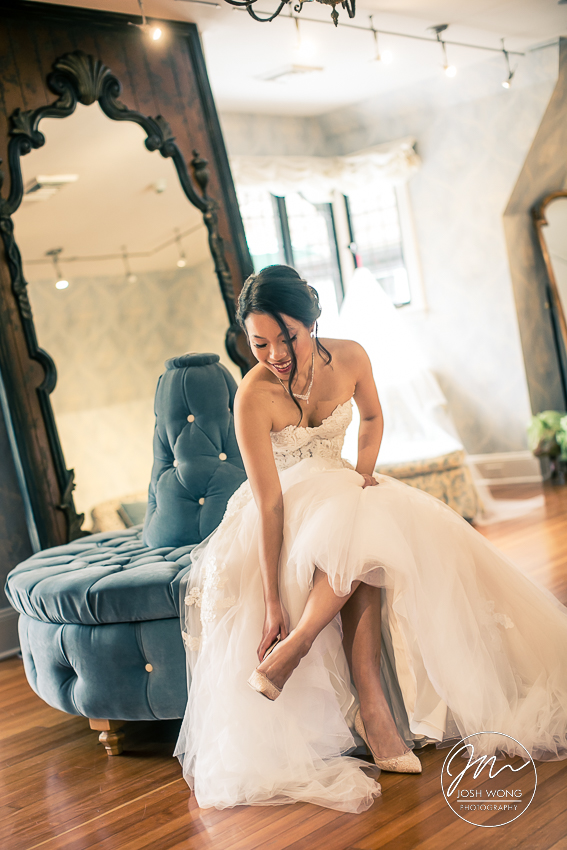 Pleasantdale Chateau New Jersey Weddings. Bride getting ready. Wedding Pictures by New Jersey Photographer Josh Wong Photography