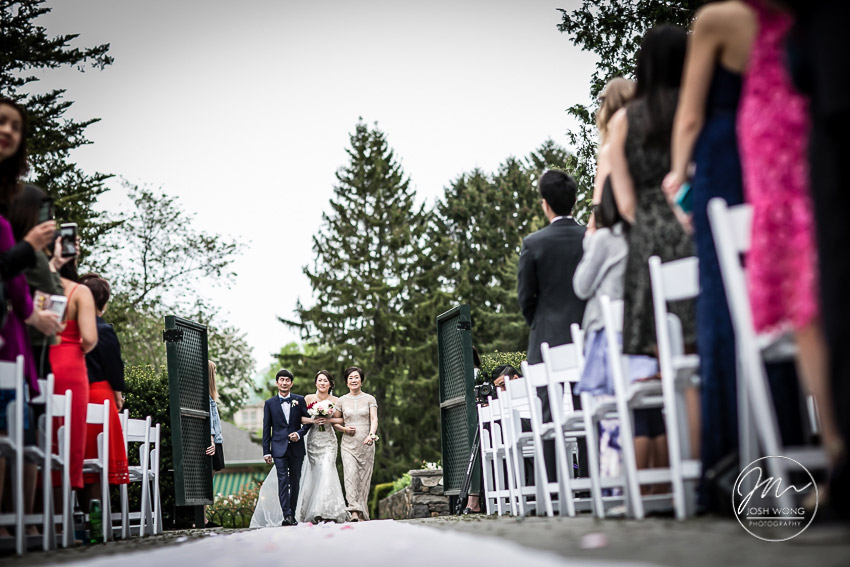 After the bridal party photoshoot, we get ready for the outdoor ceremony.  New York Botanical Garden Wedding Pictures by NYC Wedding Photographer Josh Wong Photography